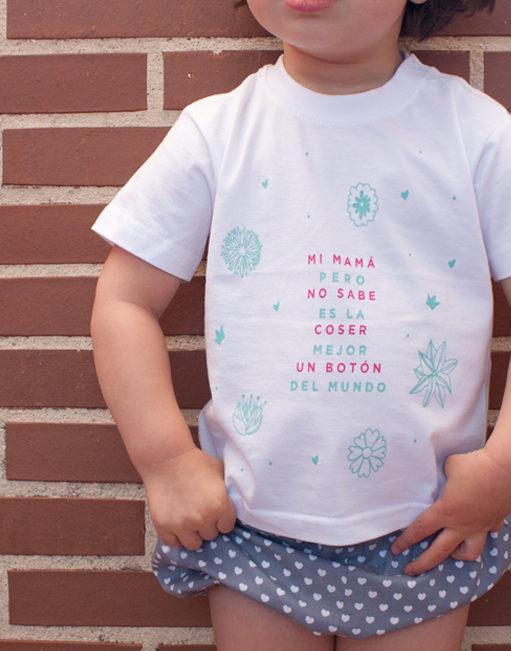 """Camiseta """"Mi Mamá no sabe coser un Botón"""""""
