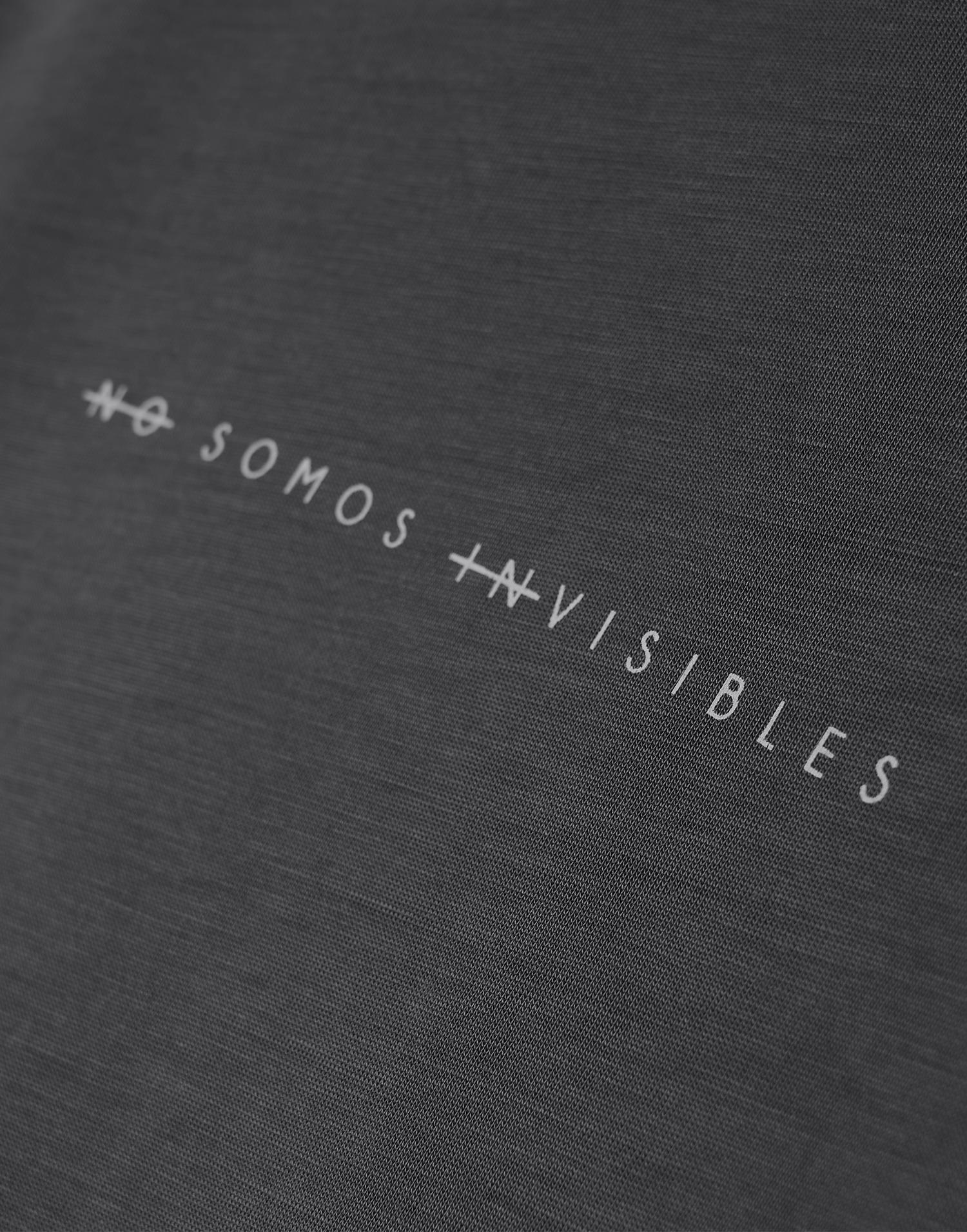 """Camiseta Gris """"No somos invisibles"""""""
