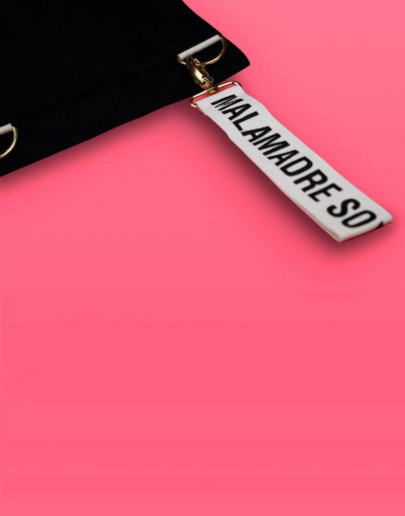 Bolso de mano pequeño 'Soy Malamadre'.