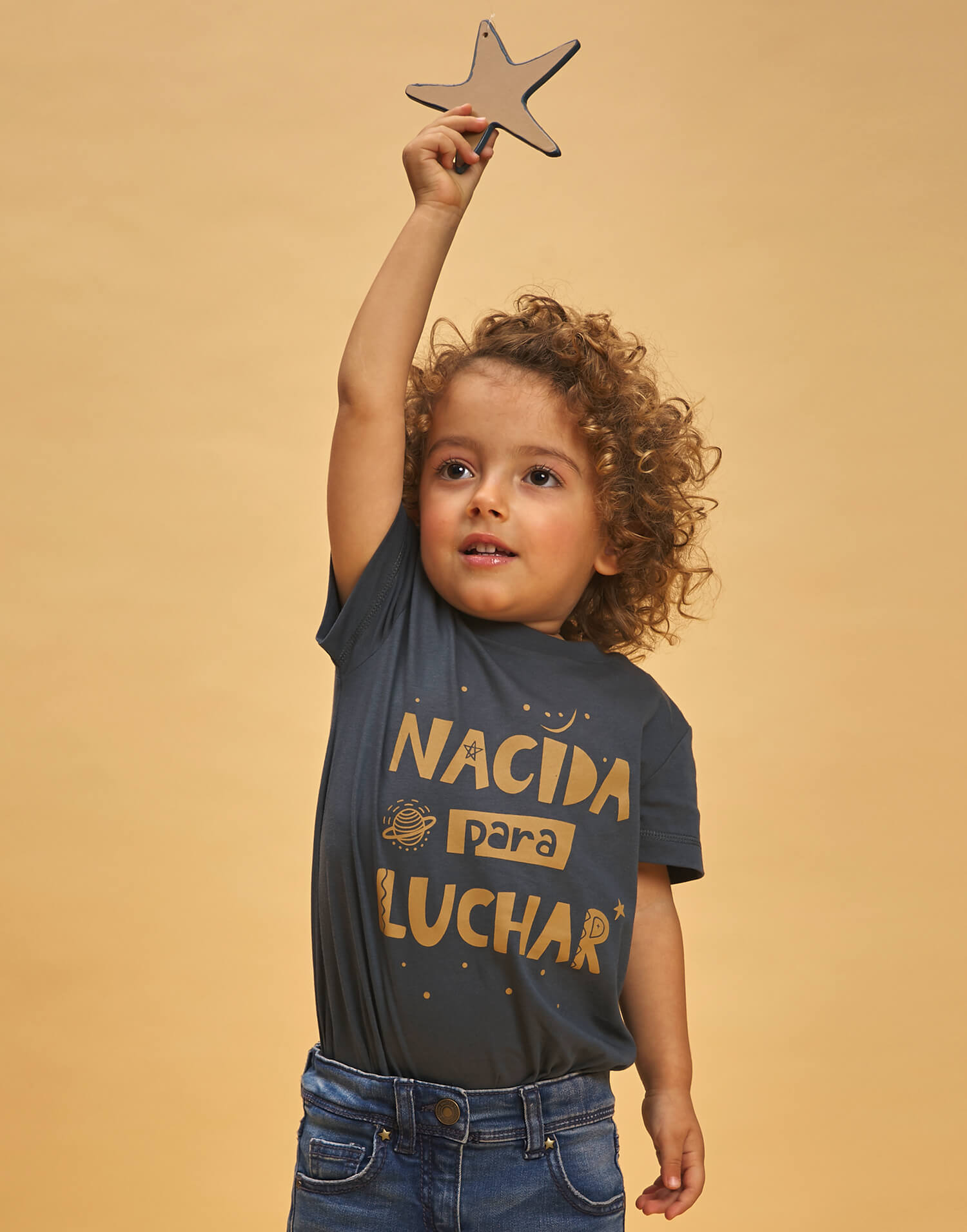 Camiseta de buenhija 'Nacida para luchar'