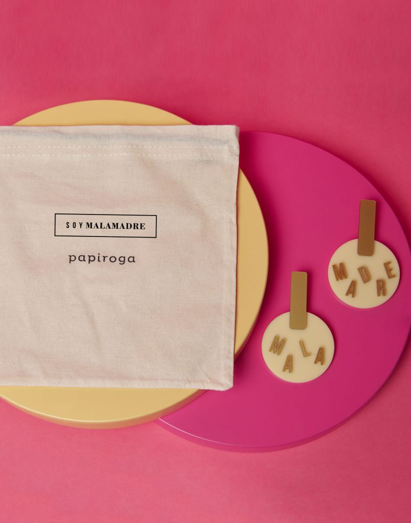 Pendientes redondos beige 'Soy Malamadre'