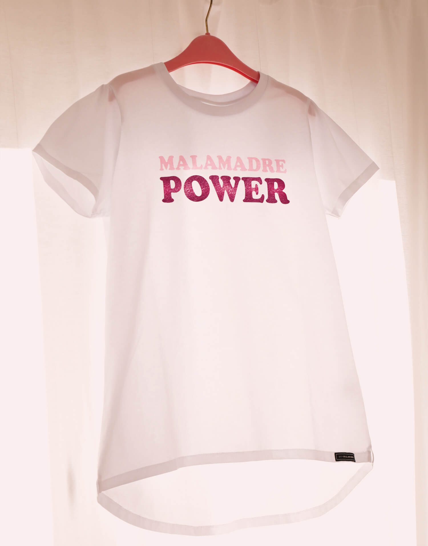 Camiseta blanca solidaria Malamadre Power