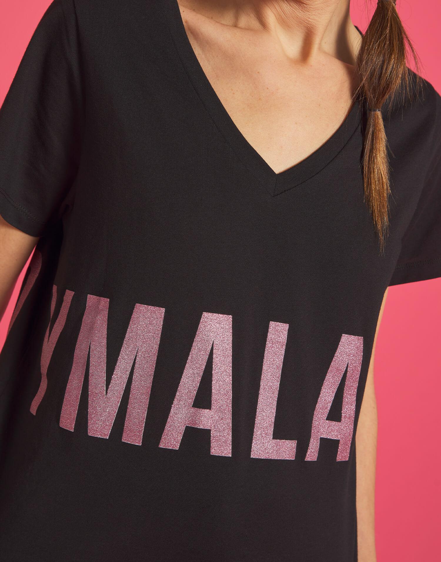 Camiseta negra pico