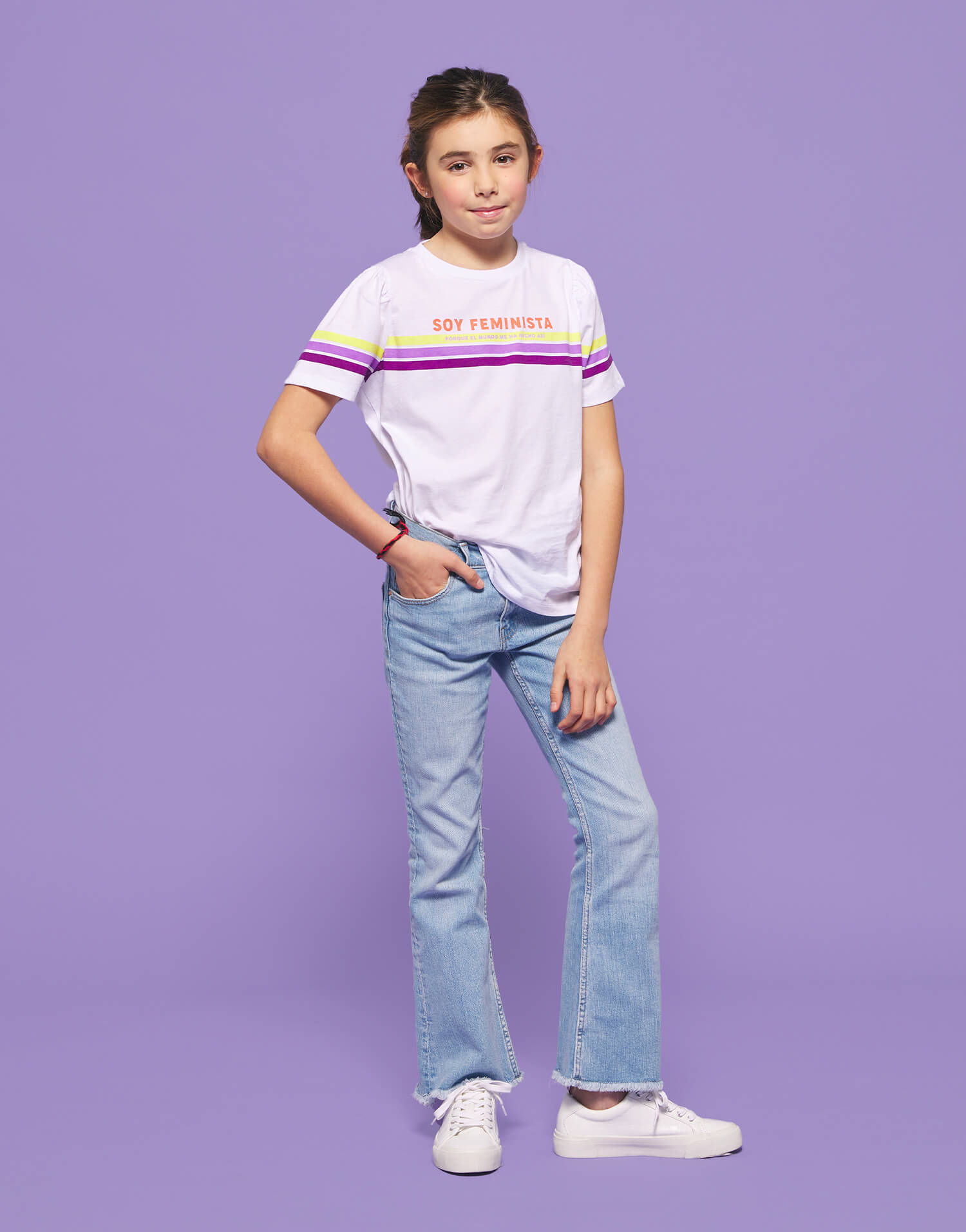 Camiseta infantil 'Soy feminista porque el mundo me hizo así'