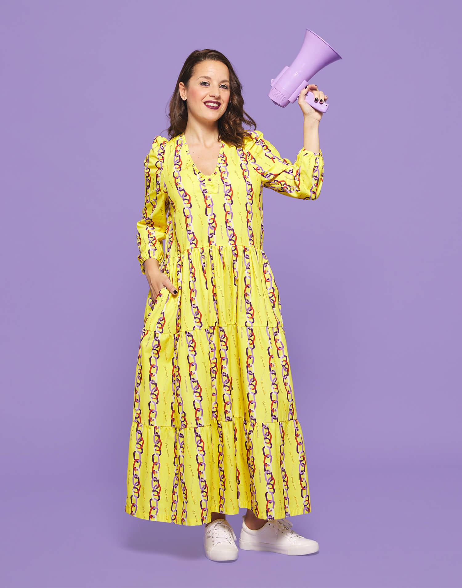Vestido 'Soy feminista' con cuello de pico